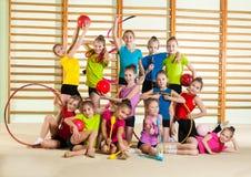 pequeños gimnastas felices Imagen de archivo libre de regalías