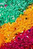 Pequeños granos de cristal coloridos limitados juntos Fotografía de archivo