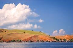 Pequeños hogares en la isla de Komodo Foto de archivo libre de regalías