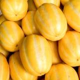 Pequeños melones rayados amarillos orientales, en Corea conocida como chamoe Orgánico, vegetariano, sano, comida de la fruta imágenes de archivo libres de regalías