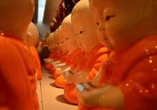 Pequeños monjes plásticos fotografía de archivo