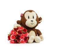 Pequeños mono y ramo de rosas Imagen de archivo libre de regalías