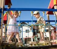 Pequeños niños en patio Fotos de archivo libres de regalías