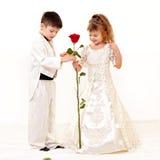 Pequeños novia y novio fotografía de archivo libre de regalías