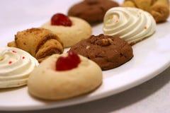 Pequeños pasteles en plato Fotografía de archivo libre de regalías