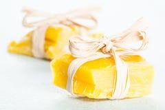 Pequeños pedazos de cera de abejas Foto de archivo libre de regalías
