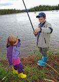 Pequeños pescadores imagenes de archivo