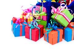 Pequeños rectángulos de regalo y bolso azul Fotos de archivo libres de regalías