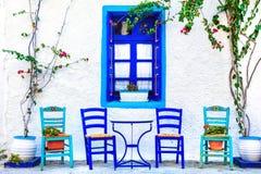 pequeños tavernas de la calle, isla de Kos, Grecia Foto de archivo libre de regalías