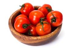 Pequeños tomates frescos en un cuenco Imagen de archivo
