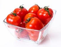 Pequeños tomates frescos en un cuenco Fotografía de archivo