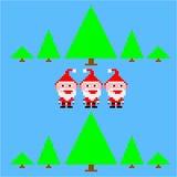 Pequeños tres divertidos Santa Claus en bosque retro Fotos de archivo