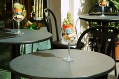 Pequeños vectores del restaurante en la calle Imagen de archivo libre de regalías