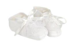 Pequeños zapatos de bebé Fotos de archivo libres de regalías