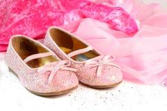 Pequeños zapatos de la princesa Foto de archivo libre de regalías