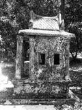 Pequeña casa de ídolo chino vieja en el templo tailandés, Songkhla, Tailandia Fotografía de archivo libre de regalías
