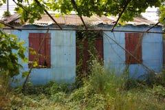 Pequeña casa del pueblo en la costa costa de Kefalonia, Grecia Imágenes de archivo libres de regalías