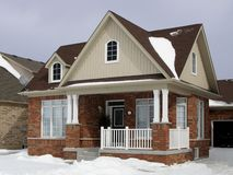 Pequeña casa suburbana Foto de archivo libre de regalías