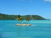Pequeña isla en Bora-Bora, Polinesia francesa Imagen de archivo