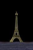 Pequeña torre Eiffel aislada Foto de archivo libre de regalías