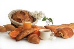 Pequeno almoço, café, pão e frutas Fotos de Stock