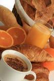 Pequeno almoço, café, pão e frutas Imagens de Stock Royalty Free