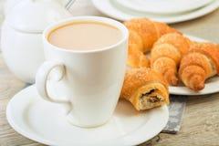 Pequeno almoço com café e croissant Foto de Stock