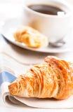 Pequeno almoço com croissant Fotos de Stock