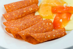 Pequeno almoço com salami, pimenta imagens de stock