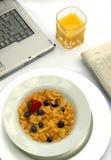 Pequeno almoço de funcionamento Fotos de Stock Royalty Free
