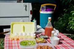 Pequeno almoço do acampamento Imagens de Stock Royalty Free