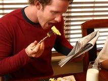 Pequeno almoço e jornal Imagens de Stock Royalty Free