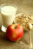 Pequeno almoço, maçã do muesli e vidro do leite Imagem de Stock