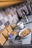 Pequeno almoço na cozinha Fotos de Stock