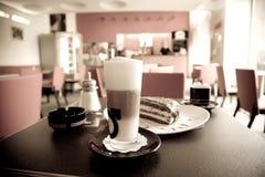 Pequeno almoço no café Foto de Stock
