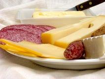 Pequeno almoço, pão fresco, queijo e carne. Foto de Stock Royalty Free