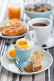Pequeno almoço saudável com ovo e café Foto de Stock Royalty Free
