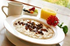 Pequeno almoço saudável do Oatmeal imagens de stock royalty free