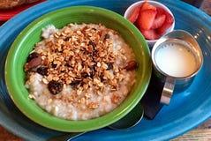 Pequeno almoço saudável do Oatmeal Fotografia de Stock Royalty Free