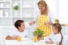 Pequeno almoço saudável para a vida feliz Fotografia de Stock Royalty Free