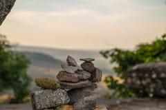 Pequeno de pedra diversas partes estacadas agradavelmente na montanha Foto de Stock Royalty Free
