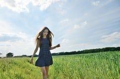 Pequeno mulher e natureza Imagens de Stock