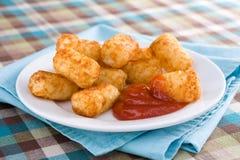 Pequenos & ketchup de Tater Imagens de Stock Royalty Free