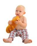 Pequeño bebé con el pan, aislado en el fondo blanco Imagen de archivo