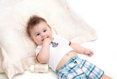 Pequeño bebé después de su comida Imágenes de archivo libres de regalías