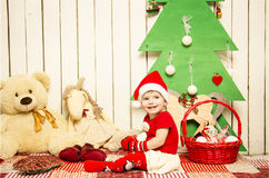 Pequeño bebé lindo feliz en la Navidad Fotografía de archivo libre de regalías