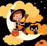Pequeño montar a caballo de la bruja en la luna el la noche de Halloween Imagen de archivo libre de regalías