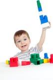 Pequeño niño alegre con el conjunto de la construcción Foto de archivo