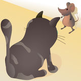 Pequeño ratón contra gato grande Imagenes de archivo