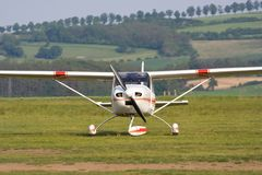 Pequeños aviones estacionados Fotografía de archivo libre de regalías